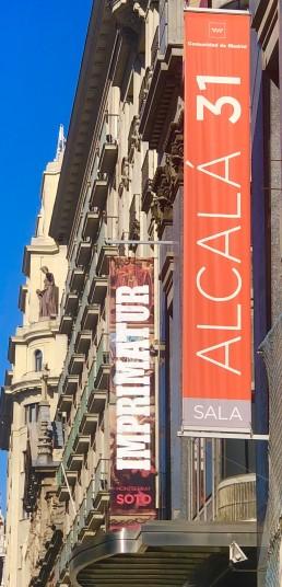 Puerta. Alcalá 31. Monserrat Soto. Banderolas.
