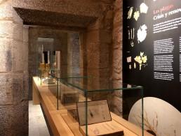 Vitrina mesa. Museo del Vino. Ribadavia.